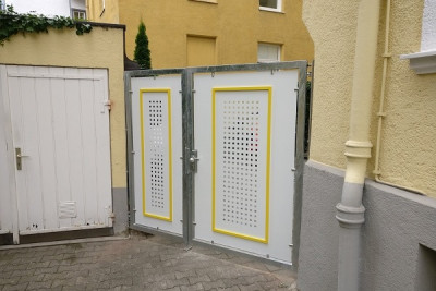 Access gate with tube door closer RTS