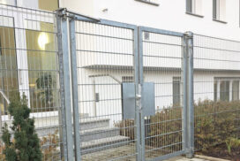 Gate closer for sports stadiums and clubs