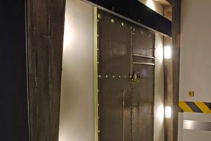 Sliding door escape room